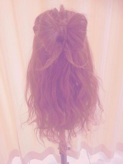 大きめのリボンに毛先はくせ毛のようなウェーブでゆるーくふわっと♡♡ 甘めなスタイルです♡ ASH川崎店所属・阿久井杏紗のスタイル