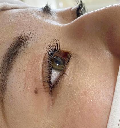 【アイブロウ+まつ毛エクステ】眉毛整えメイク + フラットラッシュ使用/オフ込み・仕上げコーティング付き🕊