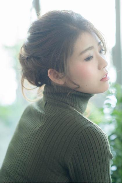 簡単にできるおだんごアレンジ☆ サイドをツイストして、トップをくるりんぱ(♡ ᐛ )人( ᐛ ♡)◜下をまとめておだんごに、するだけ! Belle Ginza所属・羽田博子のスタイル