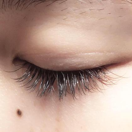 目尻にポイントでカラーエクステを♪ 他の方と差をつけたい方にオススメです♡ eyelash salon  LUNA所属・EyelashLUNAのフォト