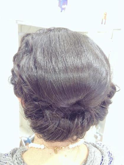後ろにボリュームを出して、今流行りのダウンスタイルのヘアセット★ FACE。港南台所属・アライ☆のスタイル