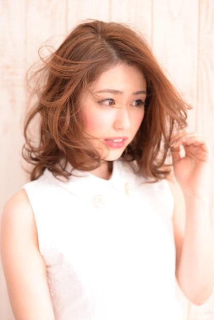 ぬけ感のある大人フェミニンスタイル☆  大きめのカールでエアリーなヘアスタイルに! HANABUSA所属・中室昌美のスタイル