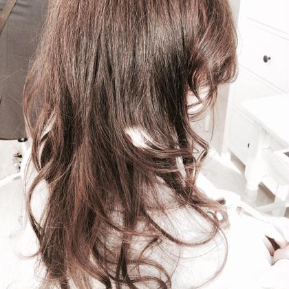 人気カラーのアッシュブラウンで優しい印象に! 光に当たると透けるような透明感でオシャレな髪を楽しみましょう!(^-^) lobby代官山所属・nobuhitohatayamaのスタイル