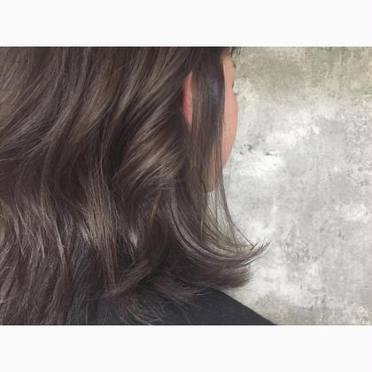 カラー セミロング ミディアム Real salon work  3Dハイライト×プラチナムグレイッシュ  メタリック感のあるハイライトグレイッシュカラー。 #NAKAIstyle #3Dハイライト #プラチナムグレイッシュ #ポイントブリーチ #外国人風カラー #お客様カラー