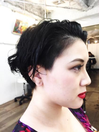 女性の2ブロックで、活発な印象に パーマで柔らかい、印象になります! Pittura所属・MIKAMIYASUHIROのスタイル
