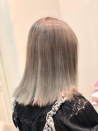 ハイトーンアッシュ 透明感のある艶髪スタイル