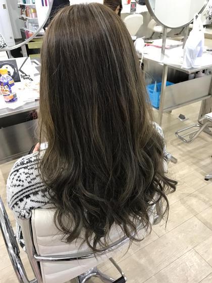 外国人風ハイライト HAIR DELIGHT所属・西村あきやのスタイル