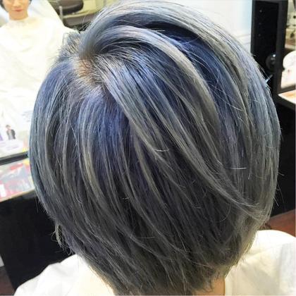 ブリーチ2回の擬似リタッチを作ったダブルカラー。 根元を青っぽいような紫っぽいような感じにして、グラデーションぽく仕上げました。 hair salon dot. tokyo所属・海野拓郎のスタイル