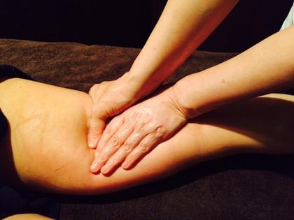 足の冷え、むくみ、だるさ、疲れ、セルライトに 太もも、膝、ふくらはぎ、足首、足裏までしっかり施術します。 女性専用 まさこ整体院所属・女性専用まさこ整体院のフォト