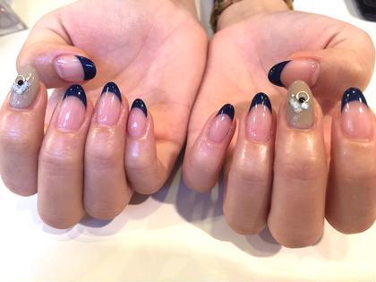 シンプルフレンチ♡浅めだと指も長く綺麗に見えますね♡ trico nail&SPA梅田茶屋町店所属・吉元麻奈美のフォト