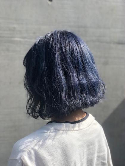 その他 カラー ミディアム ブリーチ2回後ネイビーブルーを入れました🦄 青にすると緑っぽくなってしまう人も多いので隠し味でバイオレットを秘密の対比で配合㊙️ 色落ちも綺麗な青髪になります🌍 髪質によっては1回のブリーチでも可能です😊