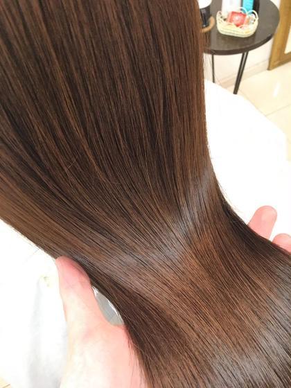 プラチナトリートメントでサラ艶髪を手に入れませんか?? FORTE  表参道店所属・糸永奈穂のスタイル