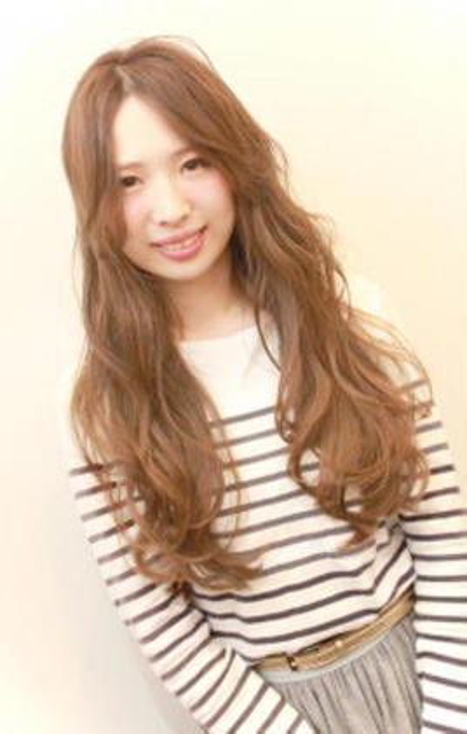 キャラメルベージュの軽ふわロング coupe hair所属・田邊仁美のスタイル