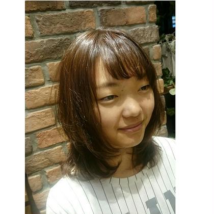 ベージュのシナモンカラー☆ カットは顔周りにレイヤーを入れて遊びを(^^) LiNA  ~Beauty Garden~所属・村上夏美のスタイル