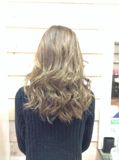外国人風カラー ガンメッシュ  アッシュベージュ  clarus Hair colorのセミロングのヘアスタイル