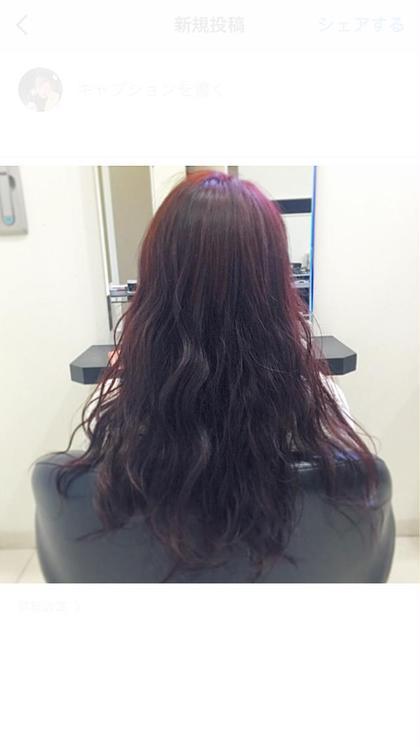 秋にオススメなベリピカラー! 10levの髪を7levのベリーピンクに。  暗めなカラーでも お洒落で個性的になれちゃえます☆ 赤系のカラーはダブルカラーをしなくても わりと色味が出やすいのでオススメ!  もっと色味を出したい!という方は ダブルカラーか、ハイライトなど 入れてみるのもいいかもしれません。 sherry所属・アマノサヤカのスタイル