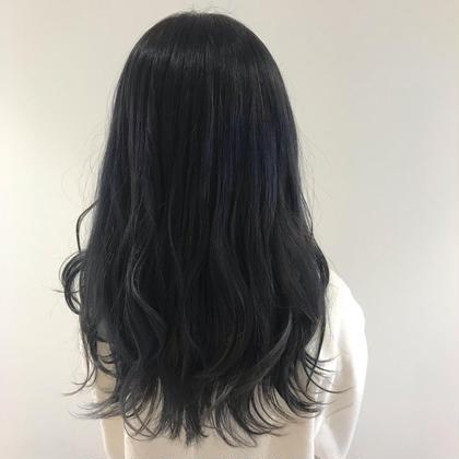 ブリーチ毛にブルーを濃く入れているので色落ちまで楽しめるカラーです😊✌️