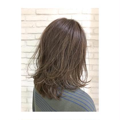 カラー 明るくしすぎたくないけど、髪の毛に動きを出したい方オススメです!かなり遅くハイライトをたくさん入れてます☆スタイリングはウエットな質感がオススメです♪