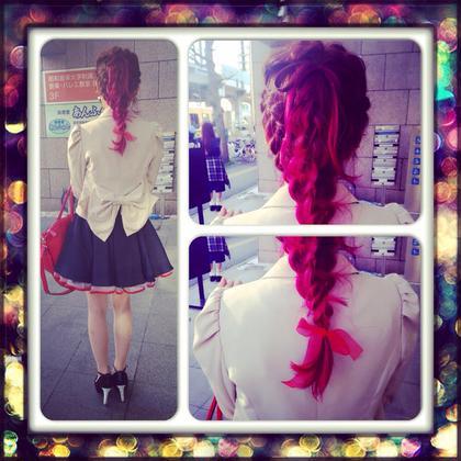 Nさん vol 2 結婚式の二次会があるということなのでヘアアレンジをさせて頂きました! 今回はドレスのリボンがすごく 可愛いので髪の毛でもリボンをつくったんです(≧∇≦) 前回染めたピンクのグラデーションがはえてすごくオシャレに仕上がりました! kenjeenoshima所属・横田沙也加のスタイル