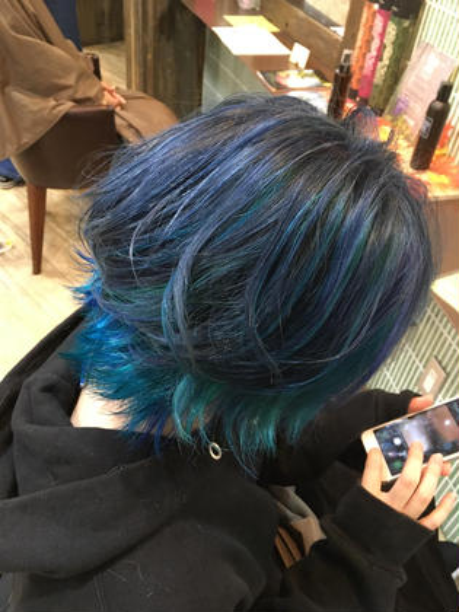 ブルー系デザインカラー hair'sBEAULiEn所属・堤文哉のスタイル