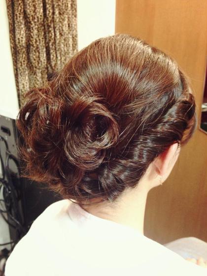 結婚式のお呼ばれにオススメなヘアアレンジ☆ サイドからのネジリ編みがポイントです♪ shiang(シアン)所属・かやぬまあやのスタイル