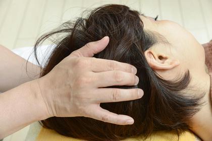 ヘッドマッサージはとても気持ちよく、施術後は目がパッチリして視界が広がります。