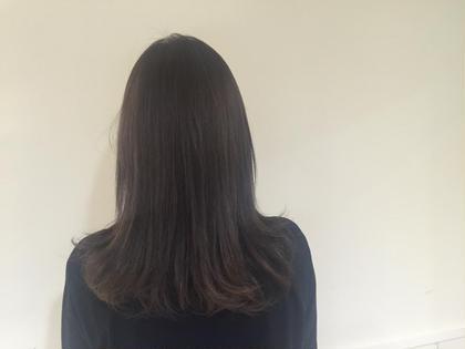アッシュパープル 今人気の色です! ほぼ金髪からなので綺麗に入ります! 色持ちを良くするために暗めに( *`ω´) neolive  cetla所属・湯田実津希のスタイル