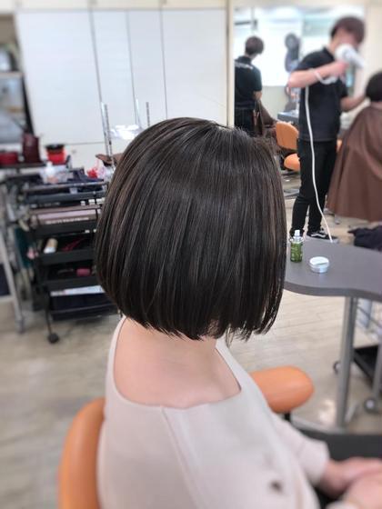 その他 カラー ショート グレー系で赤みが出づらい処方でカラーすれば透明感たっぷりな仕上がりになります。 ケア剤でしっかりと毛髪を保護することが大切です!