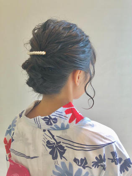 その他 ヘアアレンジ ミディアム 下の方にゆるふわにまとめる髪型可愛いです💓🌈 ヘアアクセサリーをつけるとより、華やかになります🐥😊