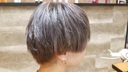 毛先の方、ブリーチ20回はしているらしい。 谷結奈のメンズヘアスタイル・髪型