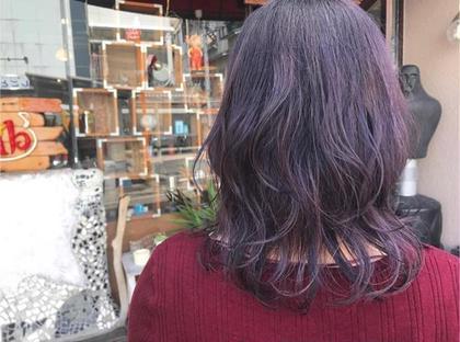 個性的なグレープカラー 紫は黄色味を抑えてくれるから色落ちが素敵です✨ レイヤーを入れて毛先に動きを hairadlib所属・玉木育実のスタイル