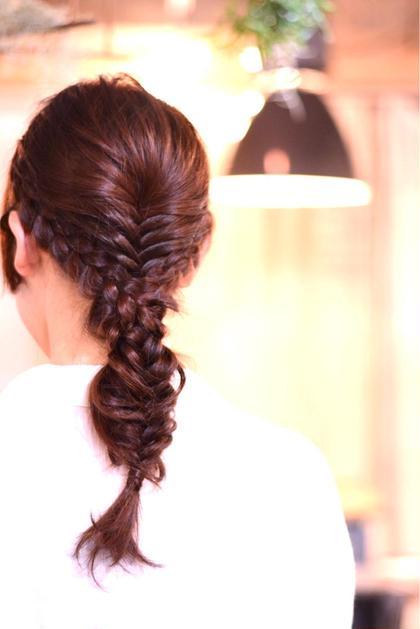 フィッシュボーンと編み込みの組み合わせダウンスタイル soen hair bloom所属・藤野裕一朗のスタイル