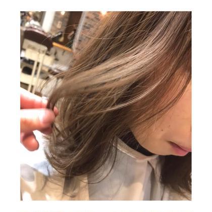 カラー ミディアム medium style . color 【 nudie beige ✨】   ブリーチなしで、 ここまで透明感だせます💓    ヌーディーベージュで 柔らかくて、優しい色に🍃    可愛い巻き方も、 教えます!!