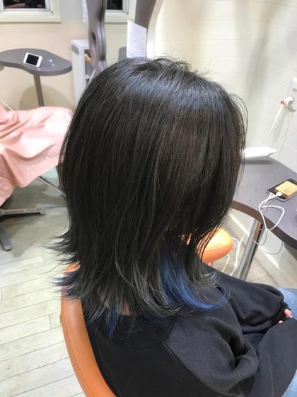 その他 カラー ミディアム 上→ダークグレー 下→ビビットブルー のインナーカラー、伸ばしかけで髪型が変わらない時期にカラーで変化を付けるのはおススメ!