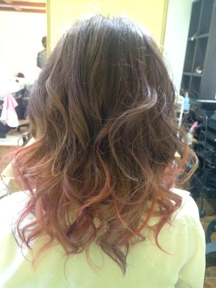 柔らかい色合いのグラデーションカラー。 バイオレットやピンクがはいっています♡ 巻くと可愛さアップです。 Pina大久保所属・いわさとかほのスタイル