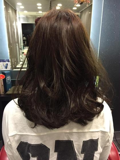 ナチュラルなブラウンにしたいとのことだったので、元の髪の毛が少し赤みの強い髪質だったのでアッシュを混ぜて赤みを少し消してあげてほんのりアッシュがある感じにしました! EARTH  北千住所属・堀越喬寛のスタイル