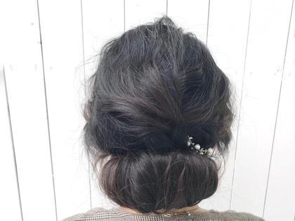 大切な方の結婚式のお呼ばれヘアアレンジ。  作りこみ過ぎないゆるさと後れ毛でバランスよくアレンジを。 【stylist】elli(エリ)のヘアアレンジ