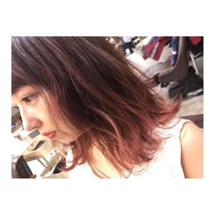 カラー ミディアム medium bob style . color 【 all pink 💓】    毛先、ブリーチ1度のみの グラデーションカラーです✨    上の髪は暗めのピンクで、 毛先は淡いピンクで染めてます☺️💓    ピンク系の色味は、1度のブリーチで とても綺麗に染まります🙆✨   ピンクの濃さは、ご要望に合わせて 変えることが出来るので 何でもご相談ください‼️