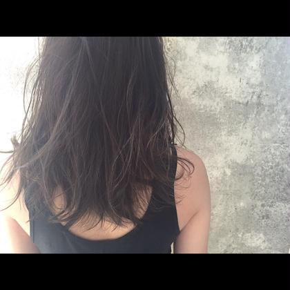カラー セミロング ミディアム ロング Real salon work✂︎ [3Dハイライト×ダークグレイッシュ]  細めにスジをハッキリめにハイライトを配置する事で繊細な髪の動きを作る☝︎ ダークアッシュとグレーのコントラスト☆ . #NAKAIstyle #ハイライトカラー#3Dハイライト#細めハイライト#ブリーチ#コントラストカラー#ダークアッシュ#グレージュ#ブルージュ#アッシュグレー#アッシュカラー#外国人風#西海岸#ミディアムヘア#お客様カラー
