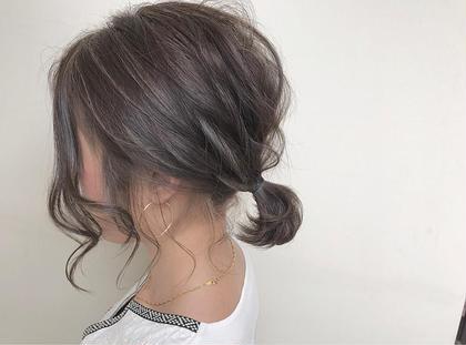 カラー ヘアアレンジ ミディアム ☑️ハイライトフルウィービング×アディクシーカラー  カラー+トリートメント¥3000 or¥3500に+5000円でできます! ✅ハイライトとは ハイライトとはヘアカラーにおいてベースである色に対してブリーチやカラー剤で部分的に明るい部分を作り、全体的に立体感を出す手法のことです。 ハイライトでポイントカラーした髪は周りよりも引き立って髪色全体が明るいトーンになります。重くなりがちなカラーもハイライトを入れることで動きが出て、軽い印象を与えることができます。  ✅アディクシーカラーとは グレージュ系ブルージュ系シルバー系をメインとしたカラー剤になり、プロセンスカラーと比べ彩度が濃いため一回のカラーでしっかりとブルージュ、グレージュ系の色をだせれるカラー剤となっております。
