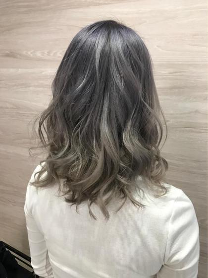 しろっぽく♡ 小林紗香のセミロングのヘアスタイル