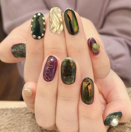 キラキラと紫と黒と緑。のオーダーでした✨ お出かけ用ネイル⭐️ ありがとうございます😊 mai..の