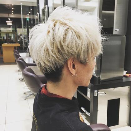 金髪、メンズ、束感、エアリー感、東京風、ツーブロック、刈り上げ オーストヘア レイズ所属・長谷川勇人のスタイル