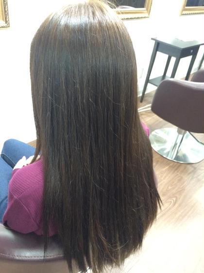 黒髪にメッシュのはいっていた髪を全体をアッシュにカラーチェンジ(^^) トリートメントもしてツヤツヤです。 Handscrew所属・櫛引芽衣のスタイル