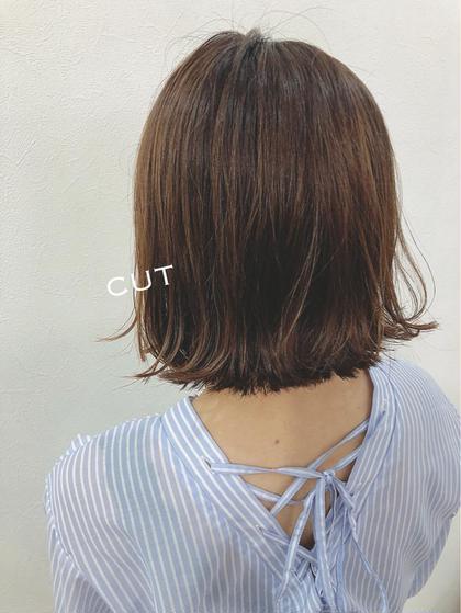 《 cut 》 ¥3780 (シャンプーは別途で ¥650 です)女性も男性もお気軽にお問い合わせ下さい ^ ^