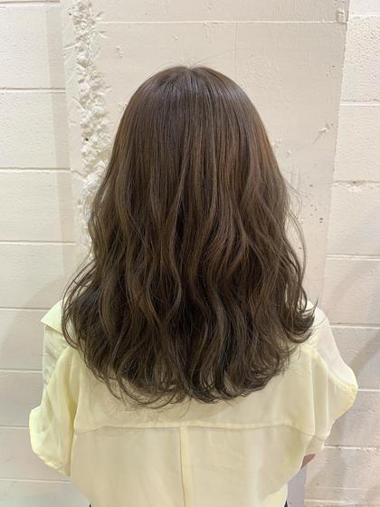ヌーディーなマットブラウン🌿  ハイライト入の髪の毛なので透明感抜群