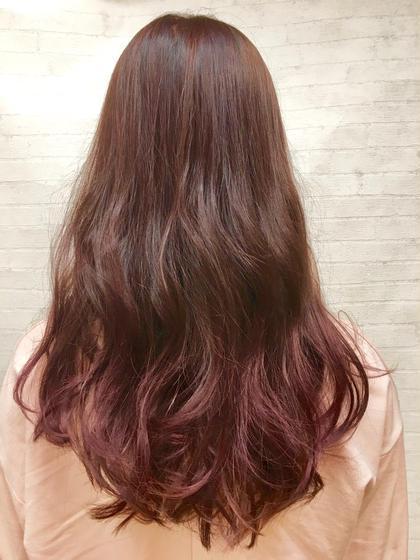 ロング 毛先をブリーチで、グラデーションにし、落ちた時に綺麗な色になるよう深めのピンクバイオレットにしました(^O^)