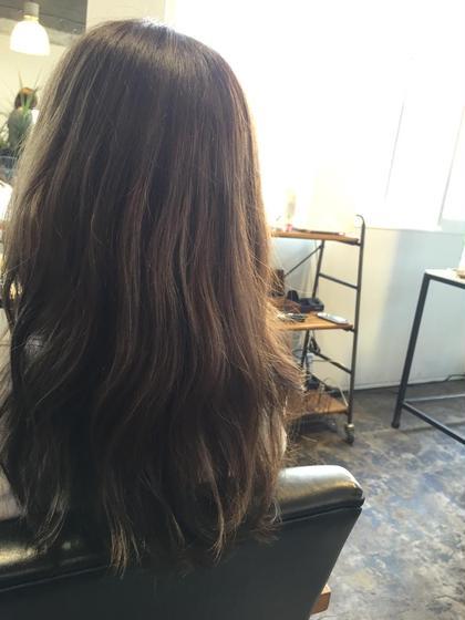 アッシュ系カラー  いまもっとも旬なカラーです  赤みがなるべく出ないようなカラーが外国人風に見えます  髪の内側はなるべく軽くして、乾かすのもセットも楽にします MANDRILL所属・中道翔一のスタイル