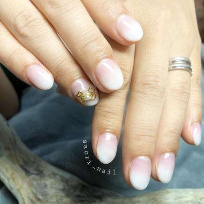 ネイル 白グラは指が綺麗に見えますね♡