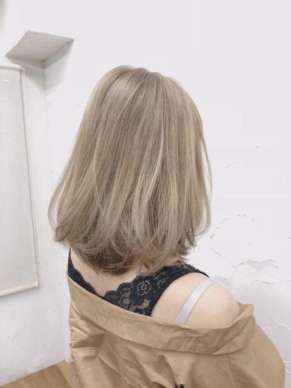 emuのミディアムのヘアスタイル